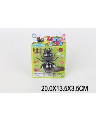 Заводной муравей YT531-10 на планшетке 20*13*3,5 см